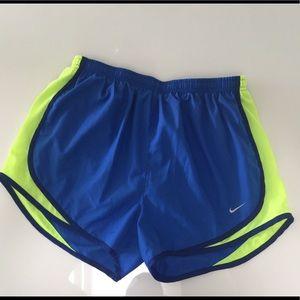 Women's Nike medium gym running shorts M